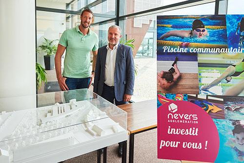 Le nageur Alain Bernard présente la future piscine communautaire