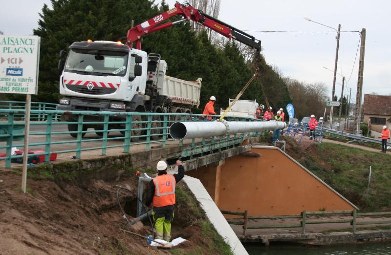 L'eau potable prend la voie des airs au pont de Plagny