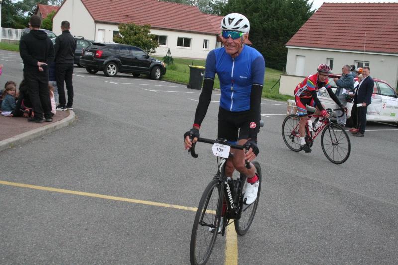Les forçats du Paris-Nice cyclo en escale à Challuy