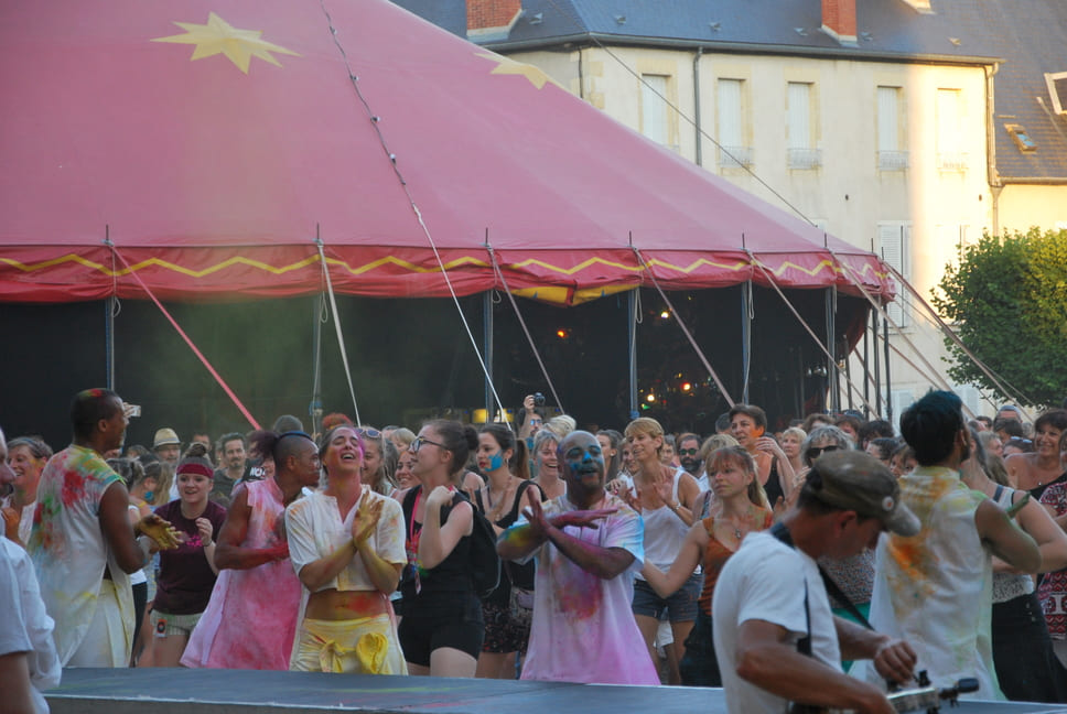 Festival Les Zaccros d'ma rue | Spectacle The color of time • Cie Artonik  | Nevers, juillet 2019